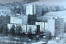 Pohled na sídliště V Lukách od jihu v 90. letech minulého století.