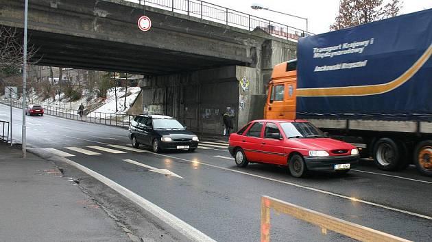 Křižovatka u viaduktu