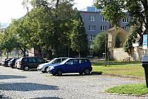 Parkování na parkovišti u Městského hřbitova v Rakovníku bude regulováno.