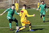 Divizní fotbalisté Tatranu Rakovník (v zeleném) prohráli s juniorkou Dukly Praha 3:6.