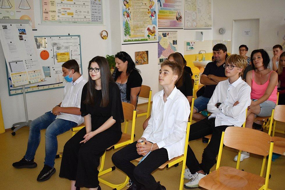 Z obhajoby ročníkových prací žáků deváté třídy Základní školy v Čisté.