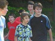 Sportovní den na koupališti s gymnazisty