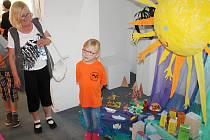 Děti z MŠ V Lukách Rakovník zahájily výstavu - Co vidělo sluníčko.