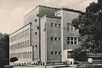 Masarykova obchodní akademie od severovýchodu.