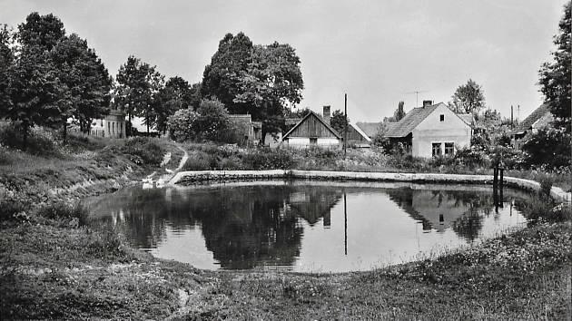 Pohled na horní rybník ve Skupé.
