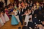 Tradičním Věnečkem se letošní kurzisté rozloučili s tanečními v Novém Strašecí.