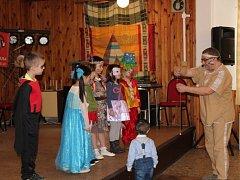 Ve Mšeci se uskutečnil tradiční karneval pro děti. Letos ho organizátoři připravili v indiánském stylu.