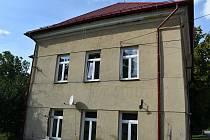 Prostranství obecního úřadu Mšeckých Žehrovic prokoukne. Budova úřadu dostane novou fasádu a hasičská zbrojnice novou garáž.