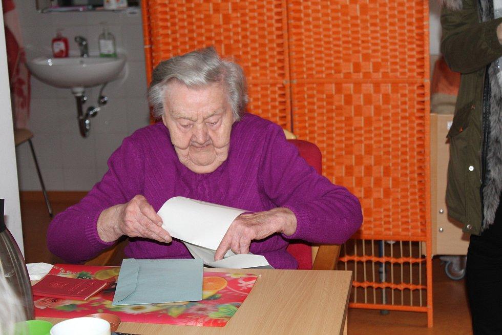 Rakovník - I senioři v Domově Na Zátiší si volili svého prezidenta. O volby je  zájem, volilo tu 30 seniorů z celkem 80 klientů.