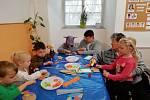 Domov Kolešovice má několikaletou milou spolupráci s MŠ Nesuchyně. Děti z MŠ navštěvují naše uživatele v Domově a společně se věnují různým aktivitám.