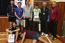Čtyři nejlepší dvojice Vánočního turnaje v Lánech. Vítězné duo Pisár s Hýžou stojí uprostřed.