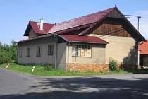 Budova Andromédy - v červenci 2005 dostala novou střechu i se střešními okny.