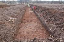 U Krupé před výstavbou dalšího úseku dálnice D6 probíhá záchranný archeologický výzkum.