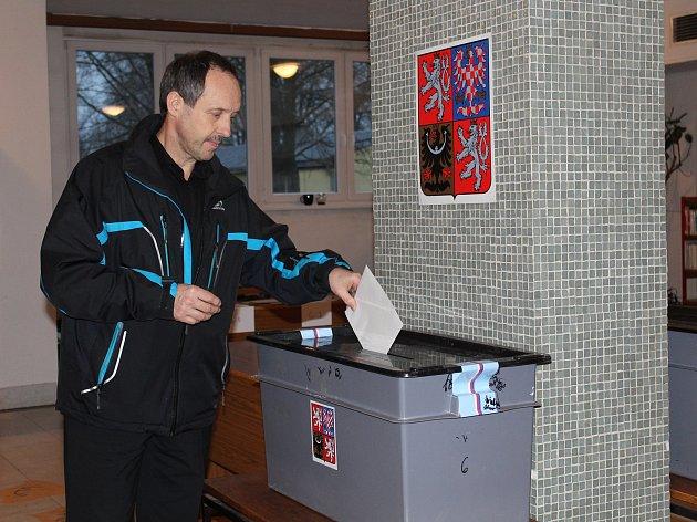 Za necelých pět měsíců se politické strany utkají v komunálních volbách.