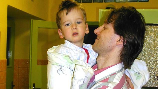 Řada rodičů si naopak ráda připlatí jen aby mohli zůstat v nemocnici se svým dítětem.