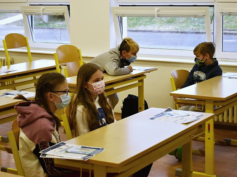 Žáci ve školách by se měli dnes otestovat potřetí a naposledy. Ilustrační foto.