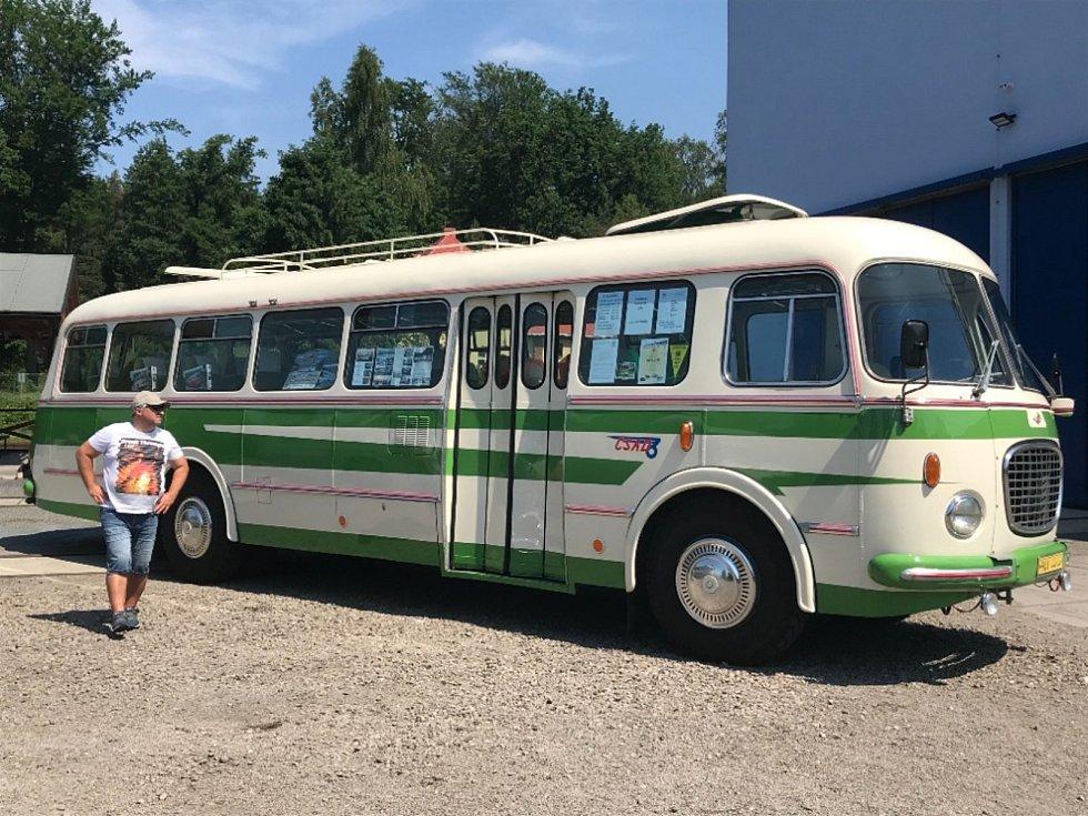 Třetí červnová horká sobota patřila v Železničním muzeu Lužná u Rakovníka 22. celostátnímu srazu historických autobusů.
