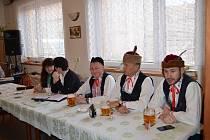 """Na tradiční schůzi se sešli členové baráčnické obce """"Černá Ves"""", aby společně zhodnotili činnost v uplynulém roce."""