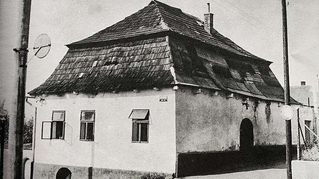 Pozdně barokní dům čp. 133 zvaný též jako Česká chalupa byl postaven v druhé polovině 18. století.