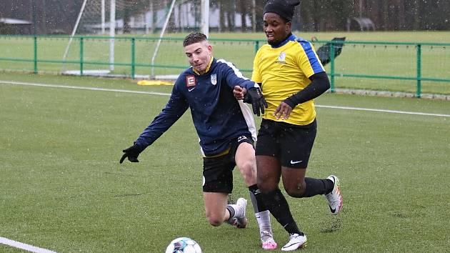 Při dodržení opatření si fotbalisté SK Rakovník zatrénovali v sobotu dopoledne.