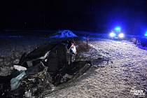 Při čelním střetu s kamionem u Řevničova byl vážně zraněn řidič Peugeotu.