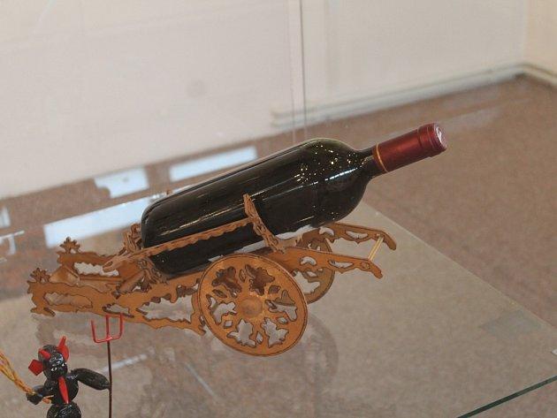 Výstava Domácí umění mezi chemlonem a drátem