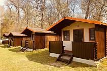 Zrekonstruované chatky na Tyršově koupaliště v Rakovníku.