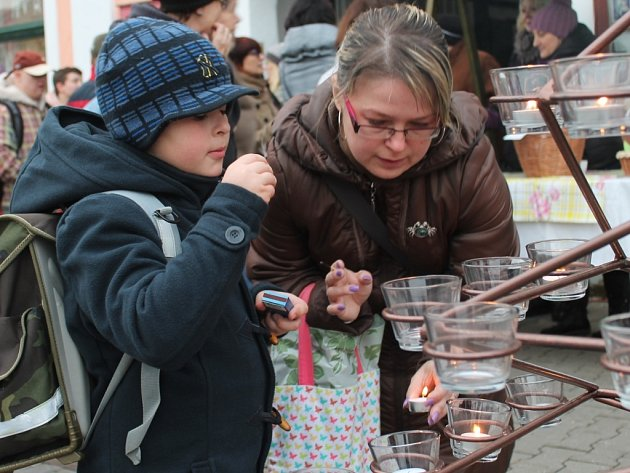 První Adventní svícení na Husově náměstí v Rakovníku