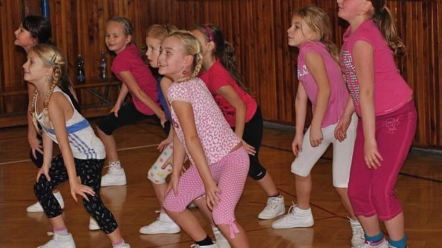 Trénink aerobiku rakovnických děvčat
