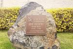 Novostrašecký stavitel Jiří Šotka, který padl na sklonku 2. světové války, má novou pamětní desku. Ta byla umístěna nedaleko původní.