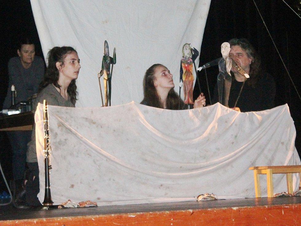 Divadlení hra Hanako v podání Turnovského divadelního studia A. Marek zahájila Popelku 2018,