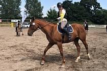 Jezdci a koně hředelské stáje JK Spongilit jsou před MČR ve formě, což ukázali při závodech v Mělníku.