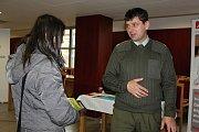 Letošní 23. ročník Veletrhu práce a vzdělávání do Rakovníka přilákal na osmatřicet škol a učilišť napříč regiony.