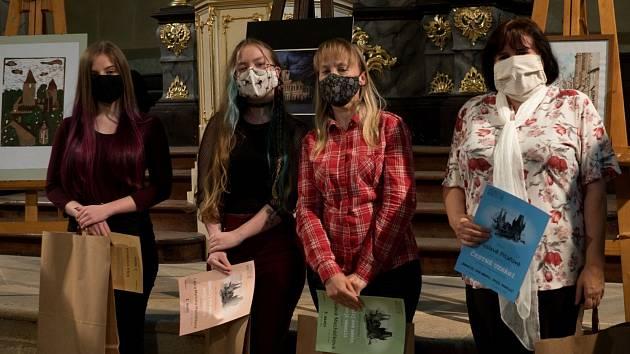 Studenti rakovnického gymnázia na vyhlášení soutěže.
