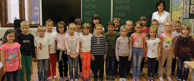 Prvňáčci zI. B 2.ZŠ Rakovník pod vedením učitelky Yvony Brabcové.
