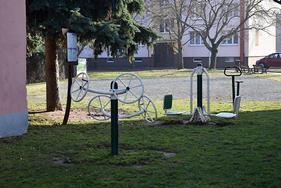 Na dětském hřišti v Rakovníku.