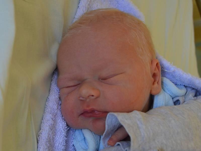 VOJTĚCH KOTT PRŮHONICE. Narodil se 21. srpna 2019. Po porodu vážil 3,9 kg a měřil 51 cm. Rodiče jsou Hana a Tomáš. Bratr Mikuláš.