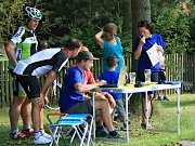 Buckův triatlon letos absolvovalo 77 sportovců.