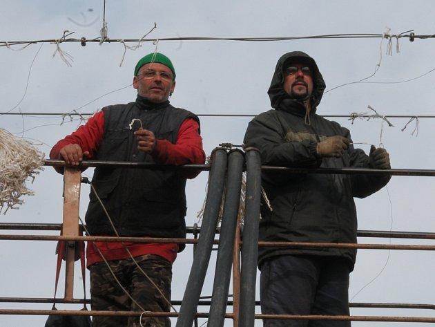 Věšení drátku v Rakochmelu Kolešovice