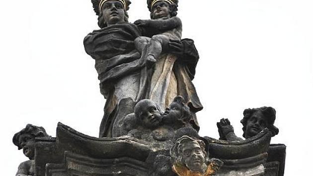 Mariánský sloup na Husově náměstí v Rakovníku