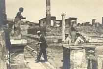 T. G. Masaryk v Pompejích v roce 1927