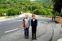 Opravená silnice v Roztokách