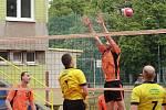 Derby. Souboj dvou rakovnických družstev pod vysokou sítí ve volejbalovém krajském přeboru druhé třídy mužů vyzněl lépe pro Lokomotivu, která porazila družstvo VK Rakovník ve dvou setech 3:0 a 3:1