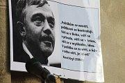 V Rakovníku v úterý 11. června na Husově náměstí u kostela sv. Bartoloměje demonstrovalo 150 lidí.