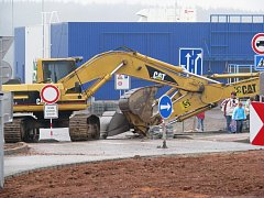Zákaz vstupu na staveniště lidi nijak netrápí