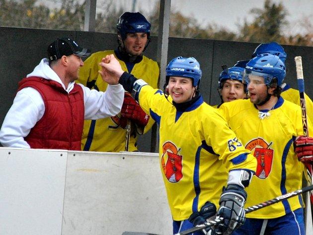 Novostrašečtí hokejbalisté porazili Hostivař v 5. utkání 3:0