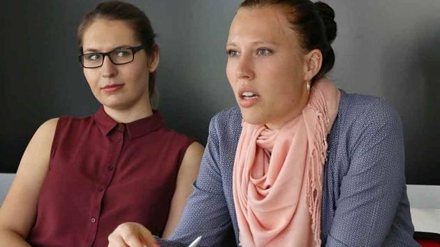 Simona Dvořáková a Lucie Strouhalová v Bruselu