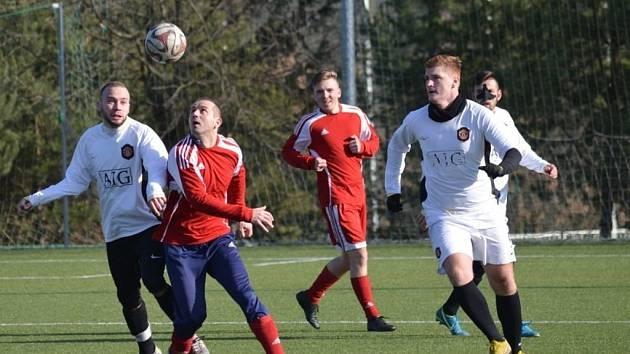 Z přípravného fotbalového utkání Zavidov - Lhota (1:2)