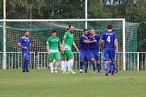Na úvod divize fotbalisté SK Slaný (v modrém) vyhráli na hřišti Tatranu Rakovník 2:1 po penaltové rozstřelu.