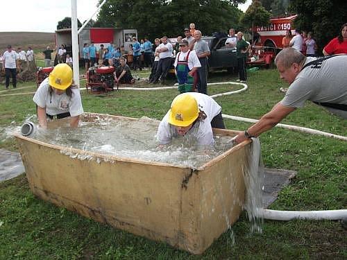 Netradiční závody hasičů v Krupé